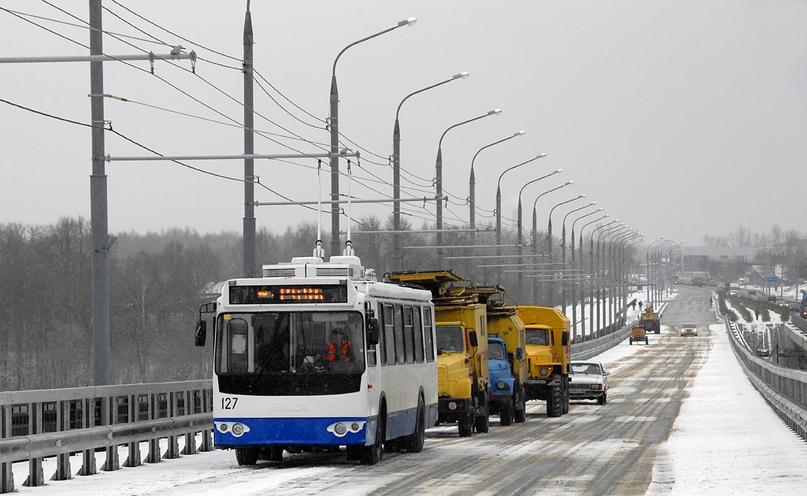 Самый первый троллейбус, побывавший на Правобережье. Тест контактной сети. 2008 год. Фото Сергея Коробцова