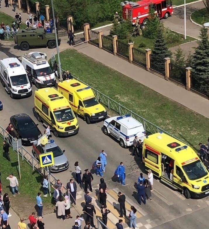Девять человек погибли при стрельбе в казанской школе
