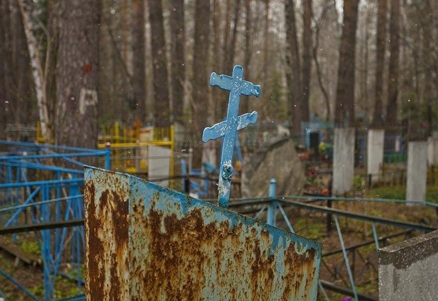 Жители КЧР воровали памятники и гробницы