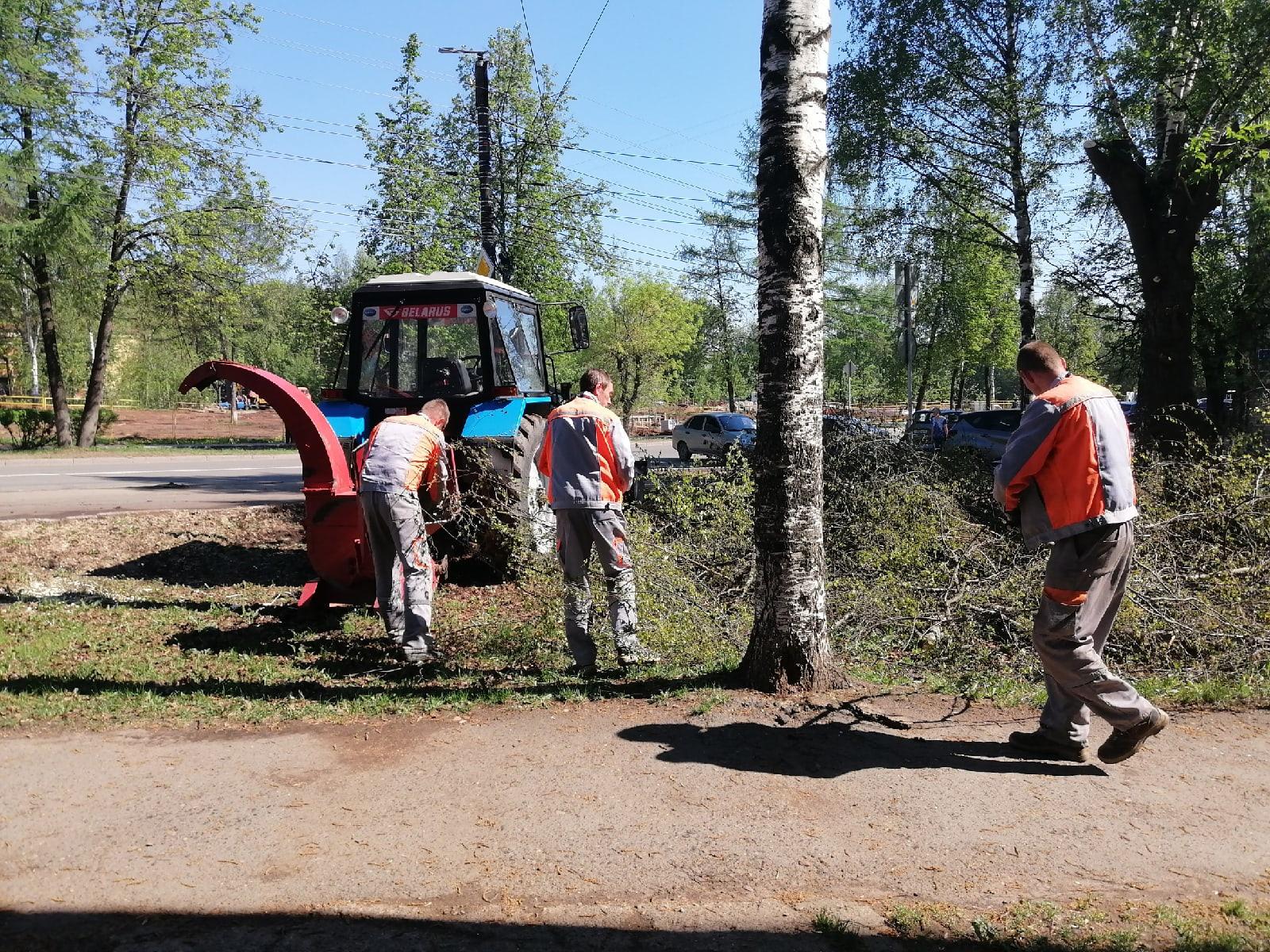 Дробление спиленных деревьев и веток Профсоюзная 78