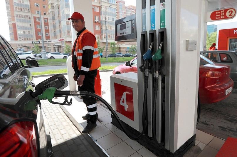 В России продолжилось снижение цен на бензин