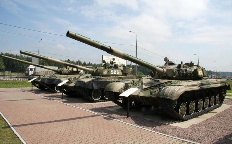 Почему у России на вооружении много разных моделей танков?, изображение №1