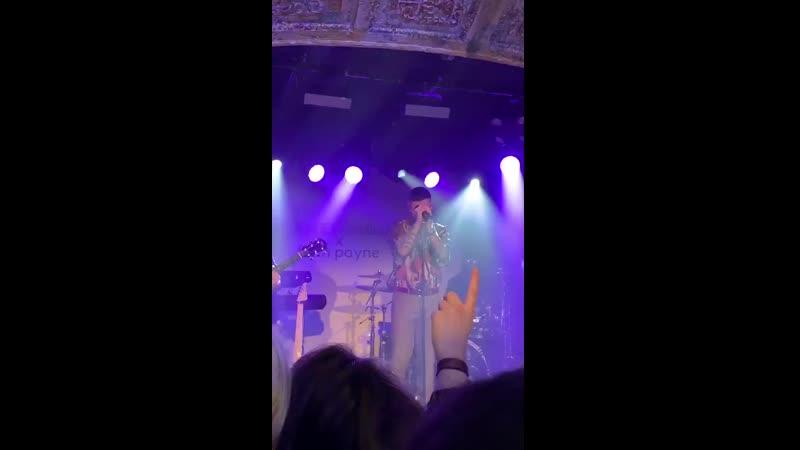 4 Liam cantando Little Things hoy en uno de sus listening parties IMAGINEN CUANDO HAGA TOUR Y LA CANTE ️ @homewithsinead m