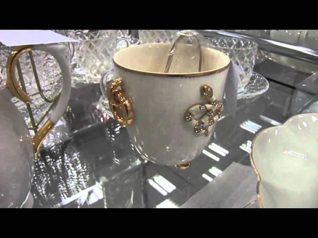 Великолепная белоснежная посуда с украшением из стразов - незабываемый подарок женщине