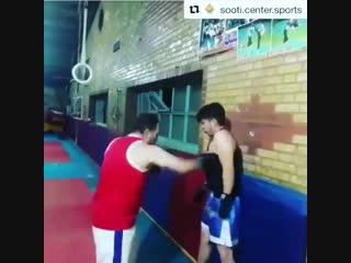 Жесть в боксе Учит не боятся и держать удары.mp4