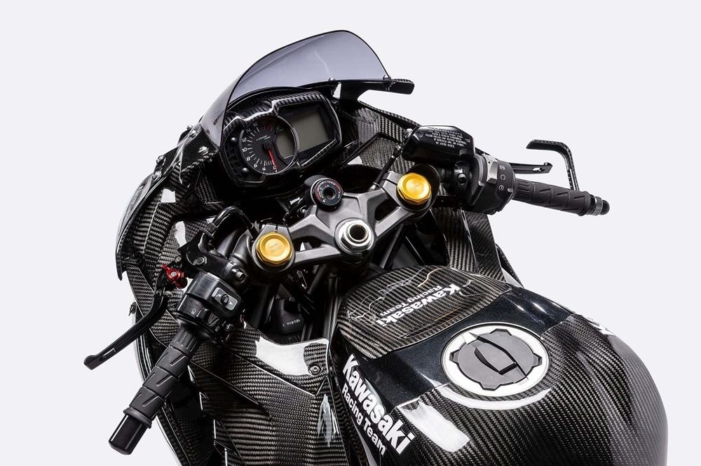 Больше фото карбонового Kawasaki Ninja ZX-25R