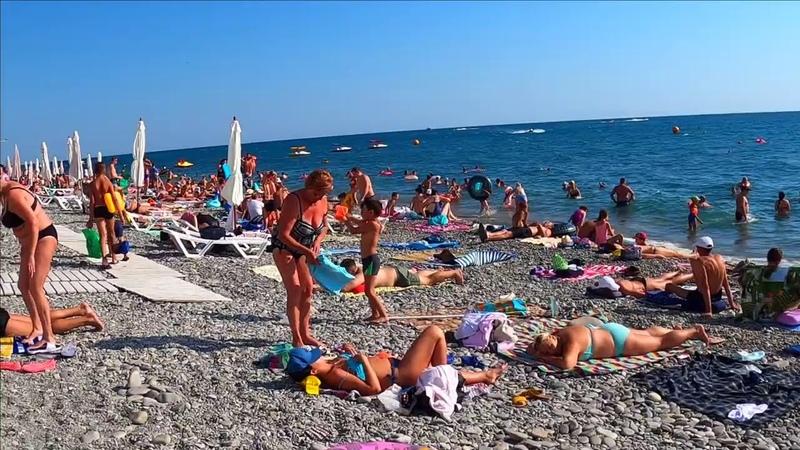 Посмотрим сколько туристов на пляже Салют Сочи Лазаревское 2020