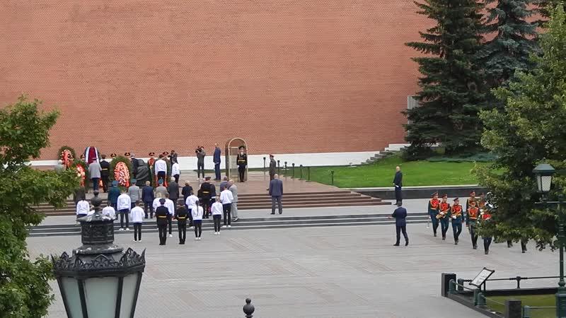 DSCN8936 Москва Александровский сад возложение цветов