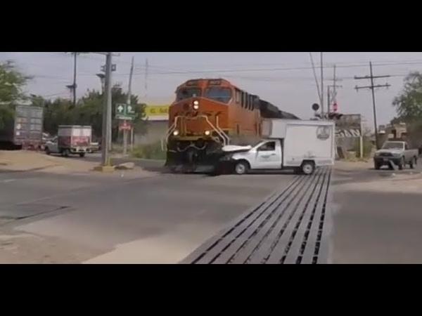 Espectacular Accidente de Tren contra camioneta repartidora