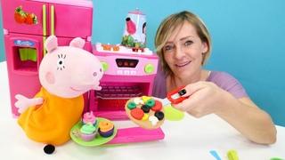 Oyun hamuru ile yemek yapma oyunu. Peppa Pig oyuncakları. Anne domuz ile pizza ve kek yapıyor