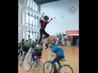 Обычный урок физкультуры в Китае....