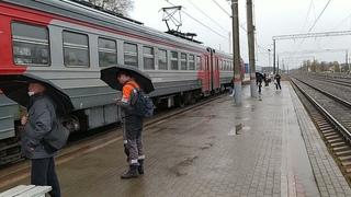 пассажиры под дождем станция Жуковка ВИДЕО https:/...