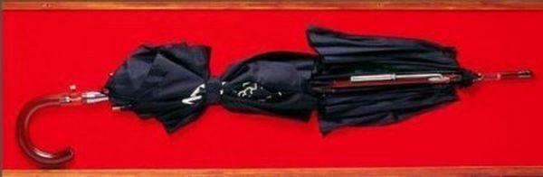 Болгарский зонтик В 1978 году болгарский агент использовал такое приспособление, чтобы убить в Лондоне диссидента Георгия Маркова. Зонт модифицирован таким образом, чтобы его можно было