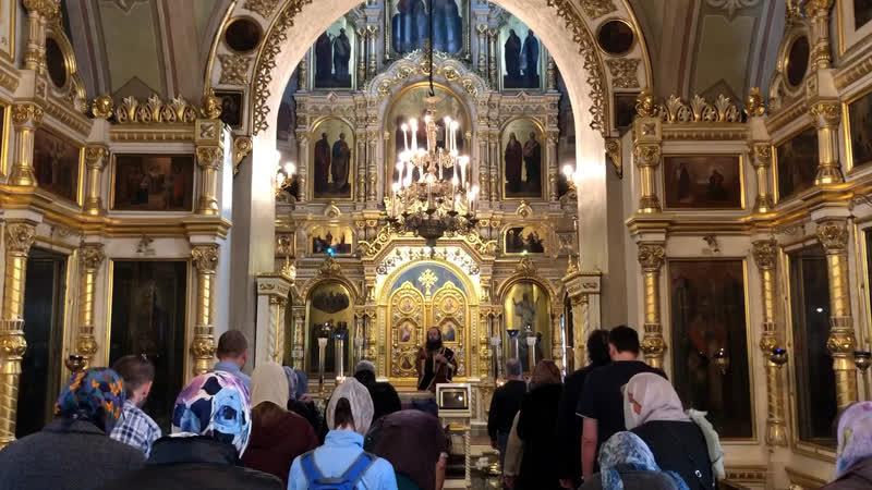 Общенародное пение молитв в храме на Ваганьково в четверг Страстной седмицы